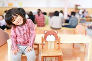 「安全衛生」の確保は保育園にとって必要不可欠な取り組みです。厚生労働省の児童福祉施設最低基準準拠にとどまらず、運営本部が全園共通の安全衛生マニュアルを作成し各保育園へ周知徹底しています。