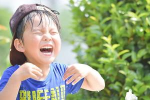 にじいろ保育園練馬高松は2015年4月に開園しました。 園舎は木造2階建てで、木のぬくもりを感じる温かみのある建物になっています。 子どもひとりひとりに向き合い寄り添いながら、安心して過ごせる「第二の家庭」として子どもたちを見守ります。