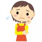 悩む保育士の女性