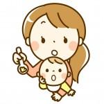 赤ちゃんに離乳食を与える保育士