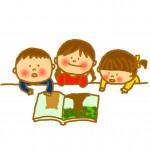 絵本を読む保育園児たち