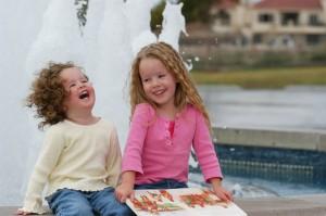 笑い合う女の子たち