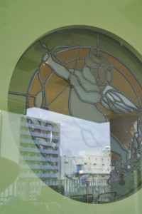 アンジェリカ保育園入口の窓