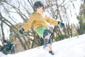男の子と雪