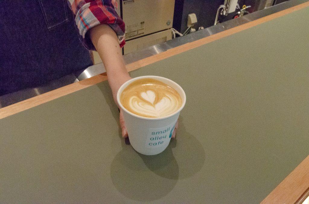 カフェで淹れてくれたコーヒー