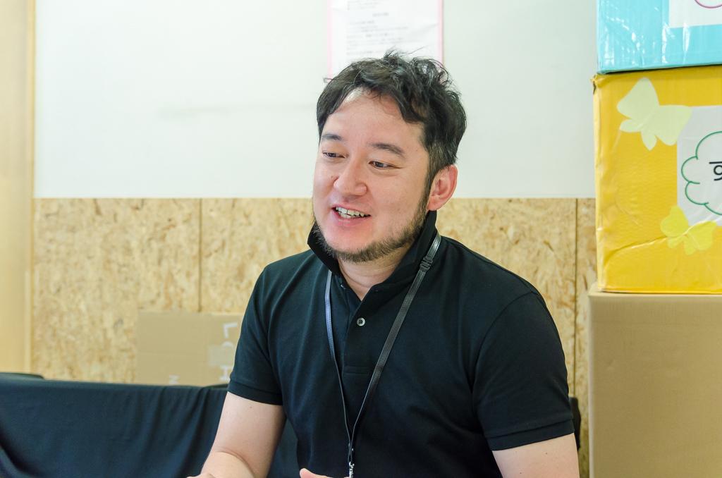 笑顔を見せる小嶋園長