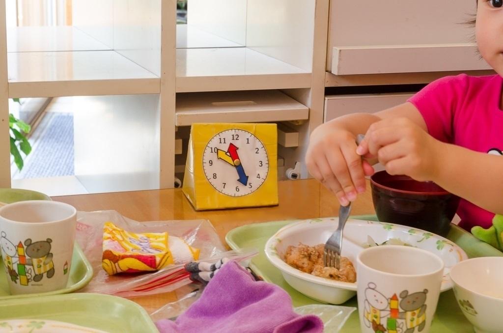 食事時間を知らせる手作り時計